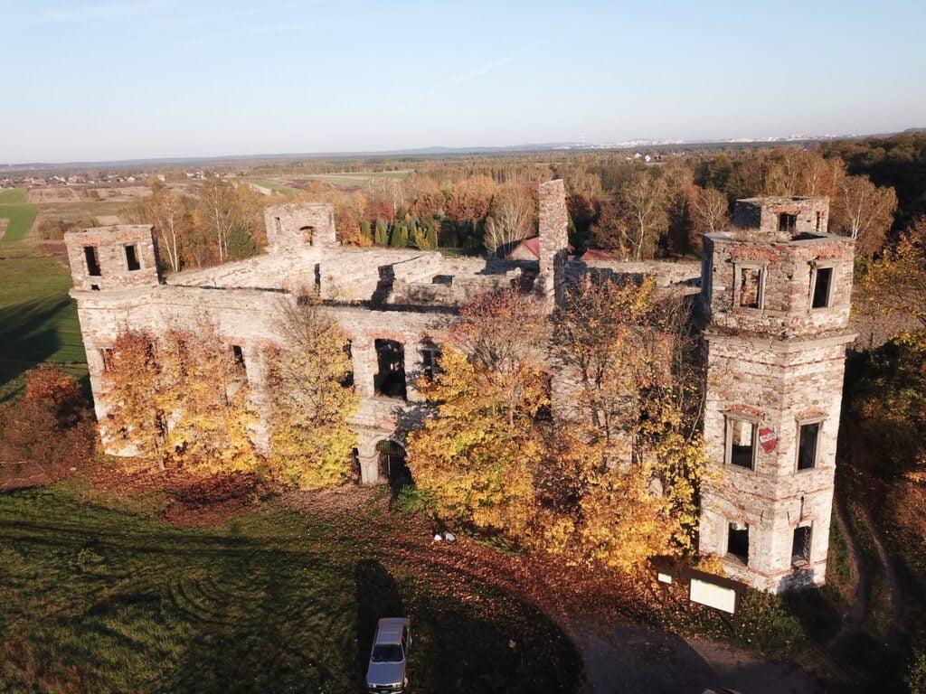 Pałac w Podzamczu Piekoszowskim