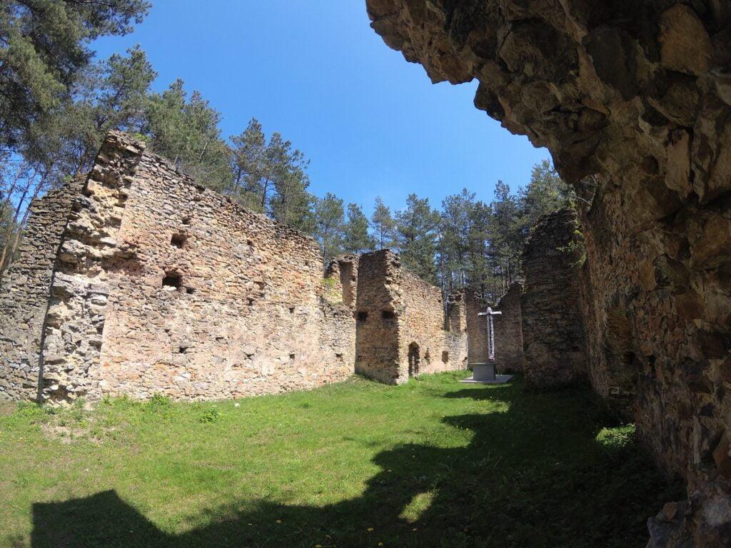 Ruiny kościoła w Gruszczynie