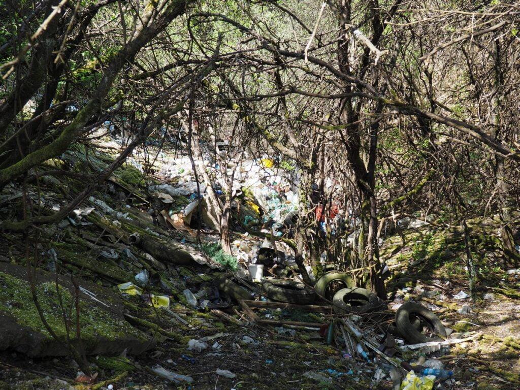 Geostanowisko w Kajetanowie - śmieci