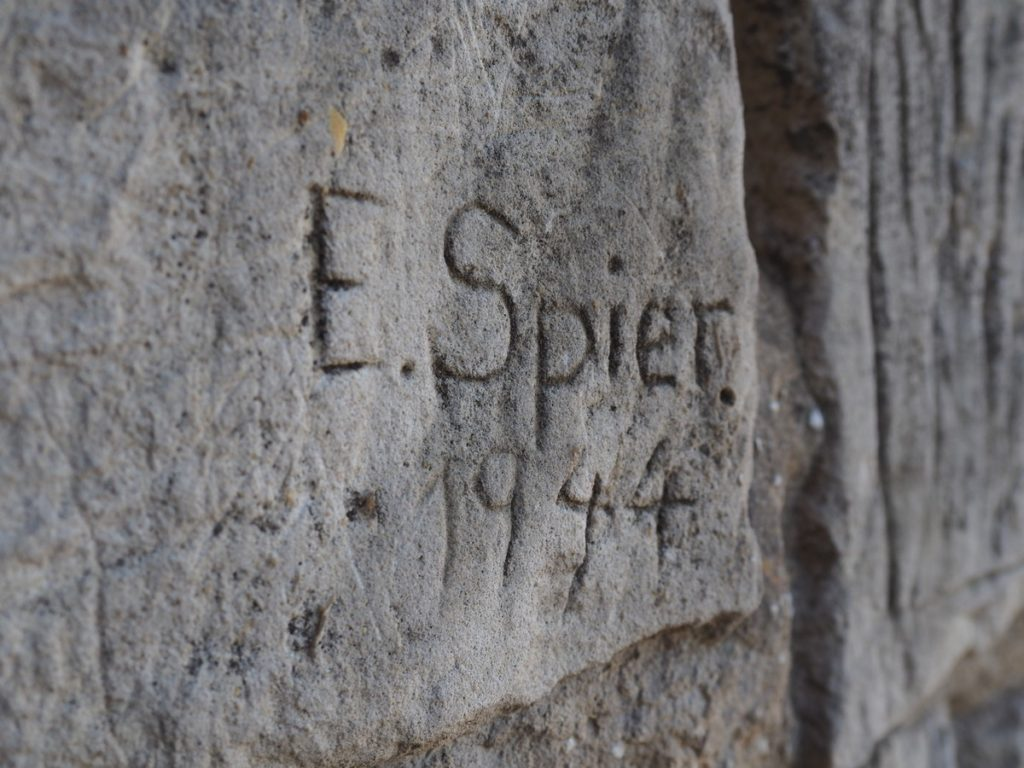 Zamek w Iłży - podpisy