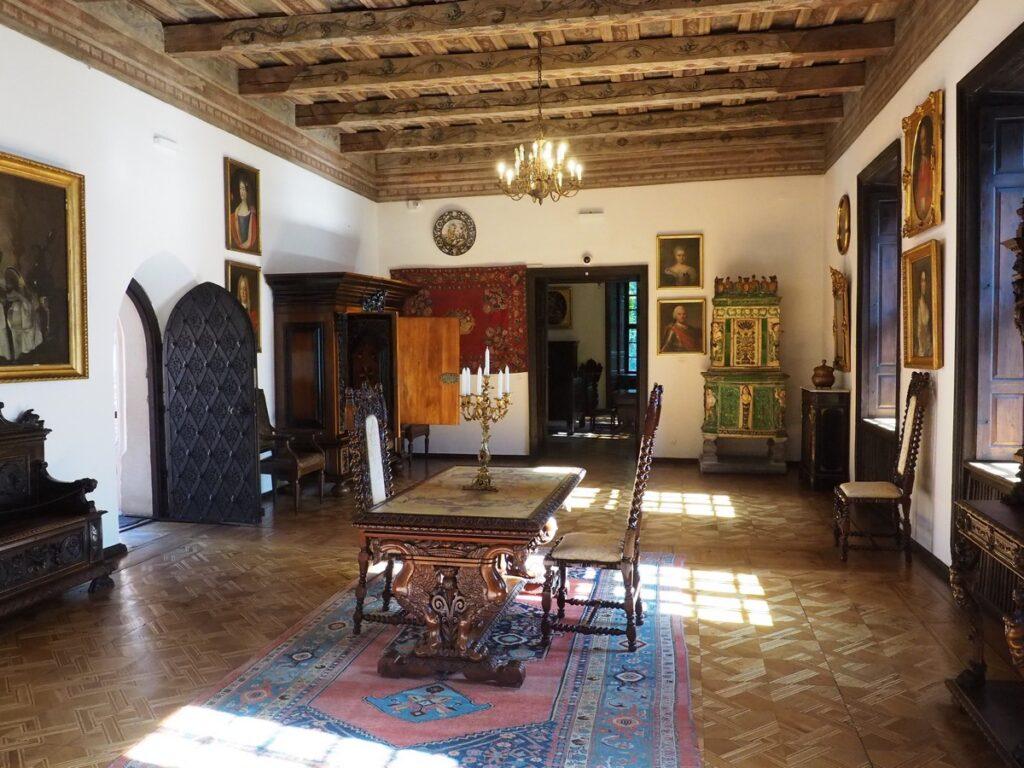 Zamek w Oporowie - wnętrza